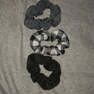 Lot of 3 scrunchies